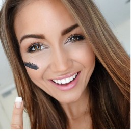 Pia Warpaint Teeth Whitening