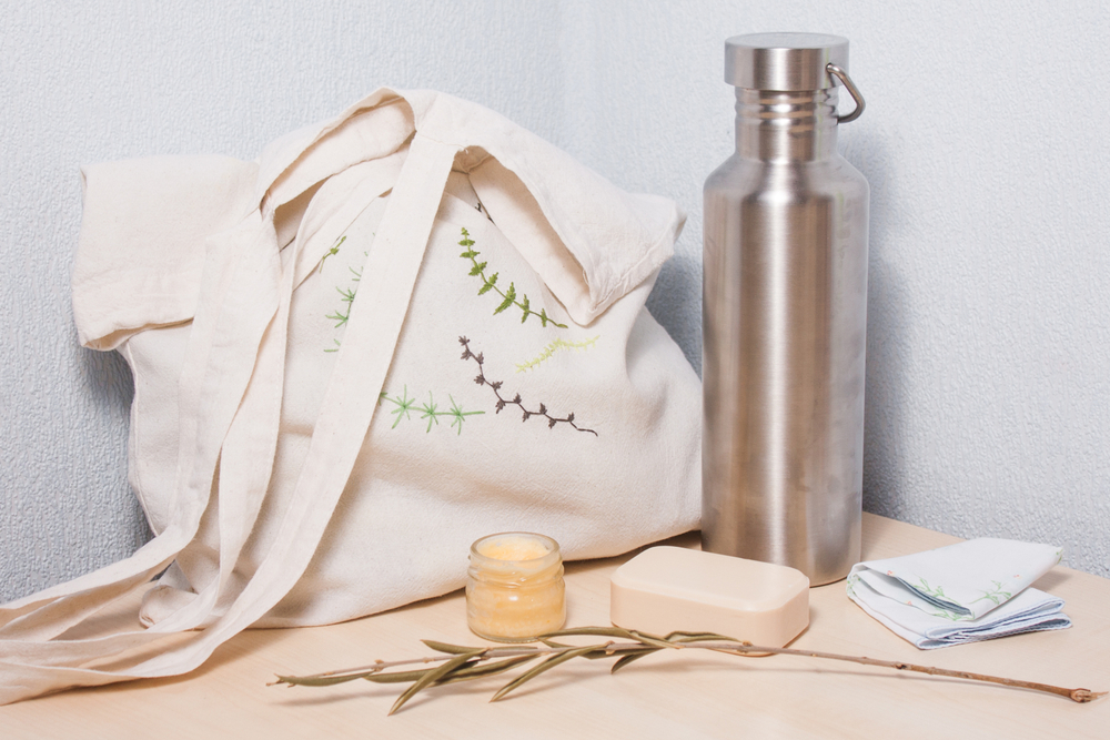 Plastic-free bag and bottle image by Love Thyself